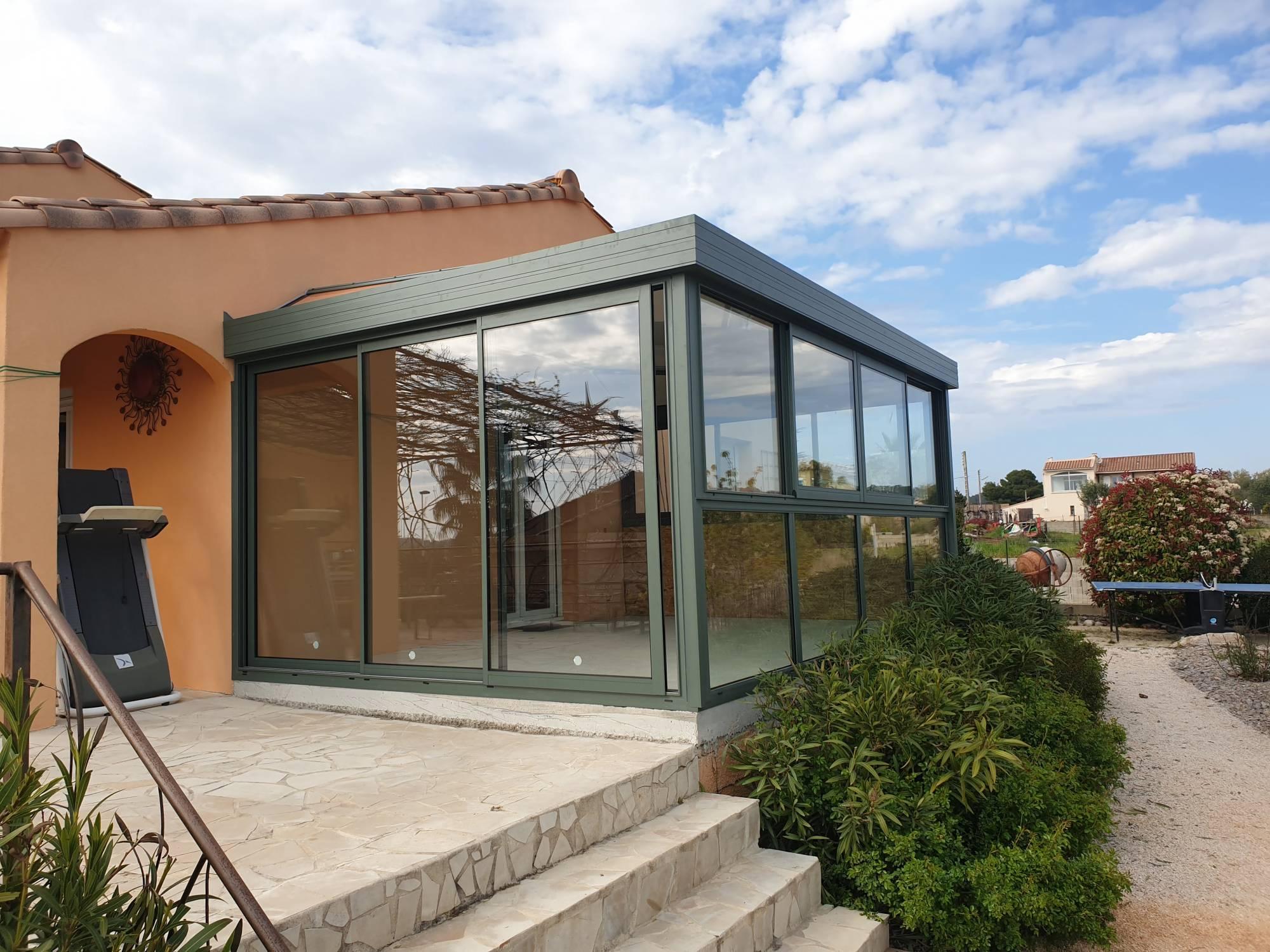 fabrication et pose d'une véranda sur mesure sur terrasse dans une villa à Montpellier à côté ...