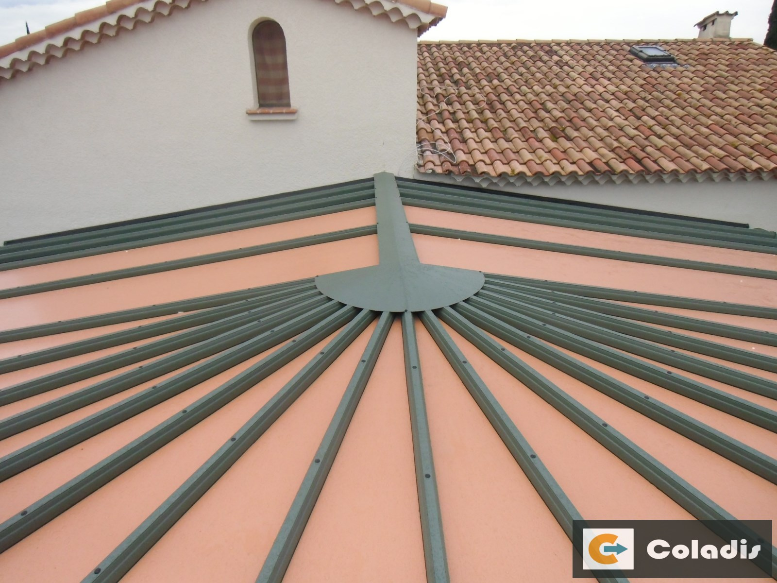 Coladis toiture véranda chevrons aluminium kiosque en étoile Béziers Hérault