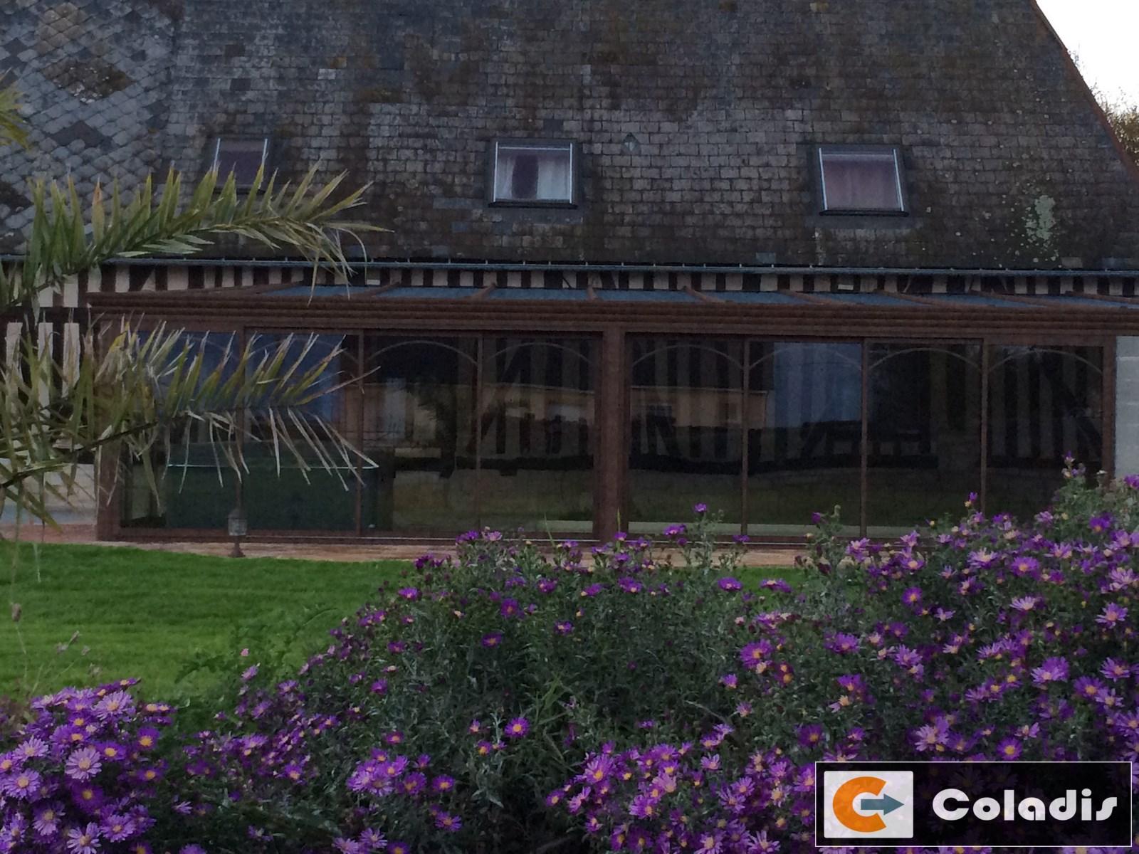 Véranda pour piscine spa toiture ardoise dans l'Aveyron