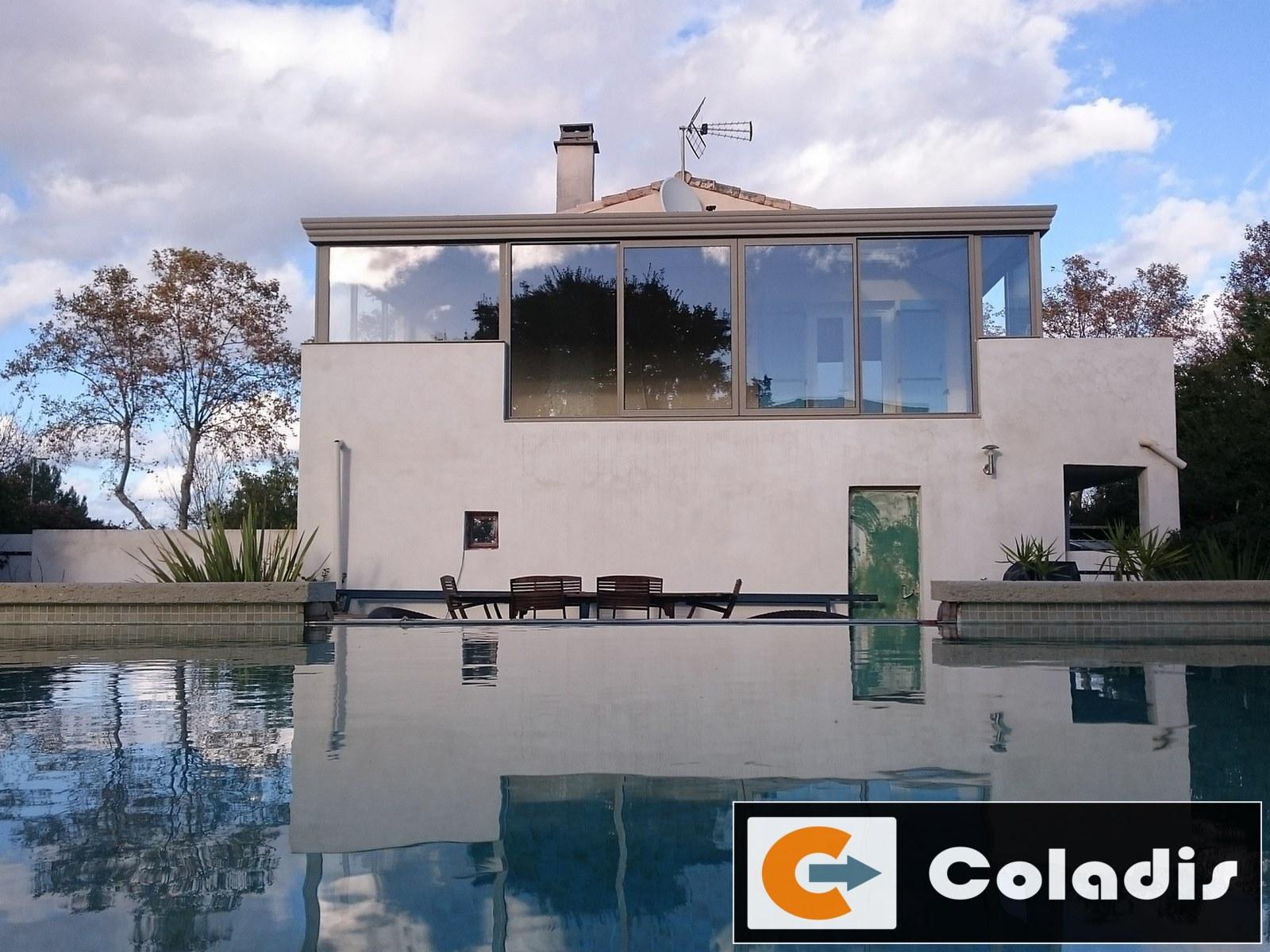 Intégration d'une véranda 20m² couleur sable à Castries (Hérault 34)