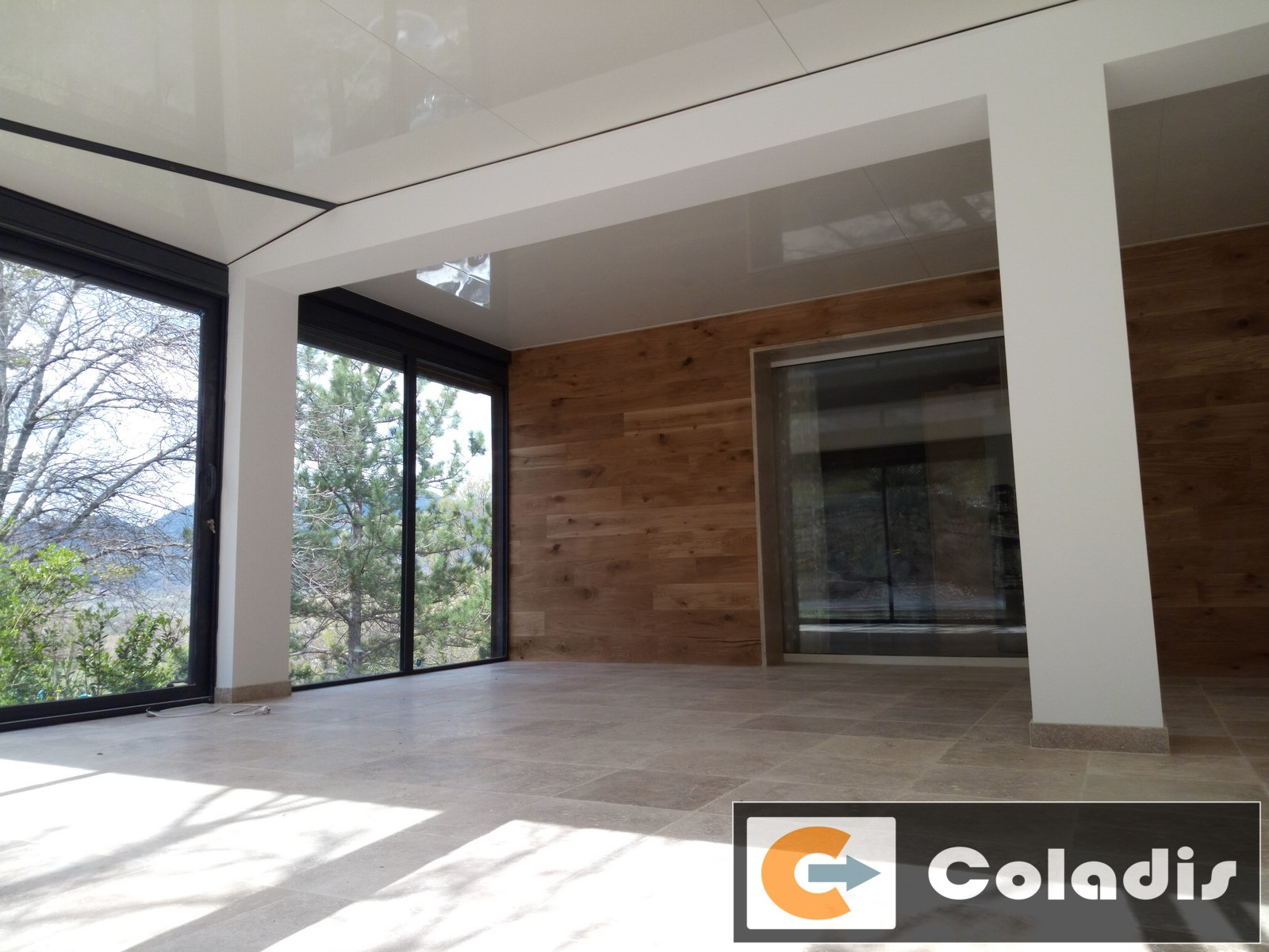 integration amenagement interieur veranda blanc et bois